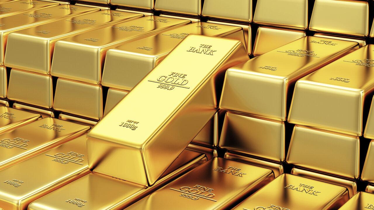 Цена золота опустилась ниже $1900