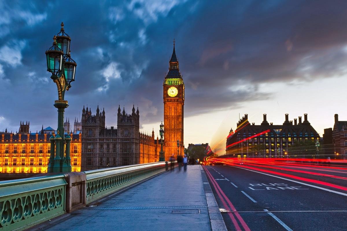 Власти Великобритании задумались об отмене системы tax free, турбизнес против