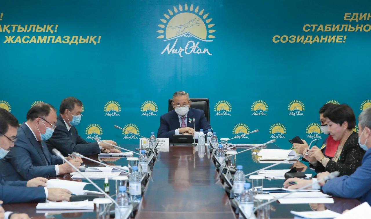 Привлечь к партийной ответственности ряд чиновников Акмолинской и Алматинской областей потребовали в Nur Otan