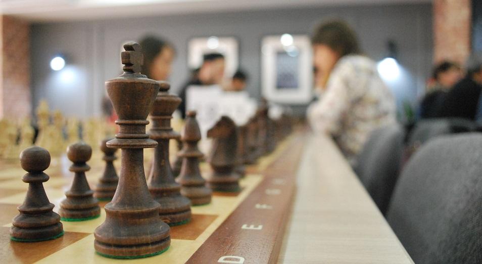 ЧМ по шахматам в Астане: в активе хозяев ничья и победа