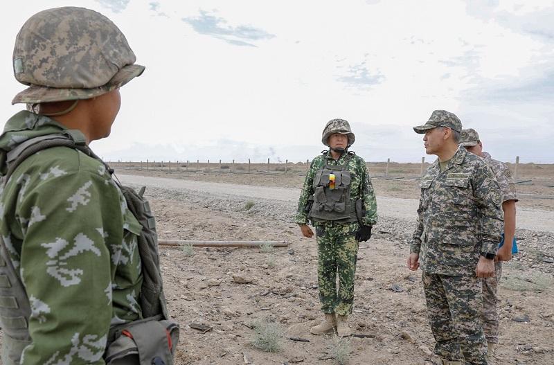 Более 1,5 тыс. военнослужащих продолжают работы в Арыси