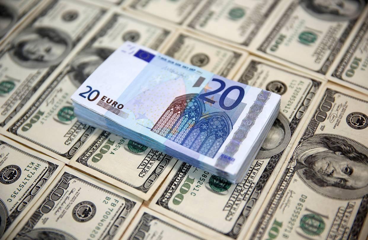 Россия сократила долю доллара во внешней торговле на 12,6% с 2013 года
