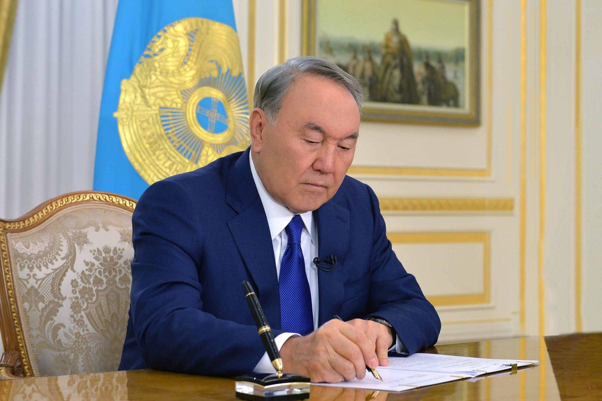 Нурсултан Назарбаев подписал закон о гарантированном трансферте из Нацфонда РК на 2019-2021 годы
