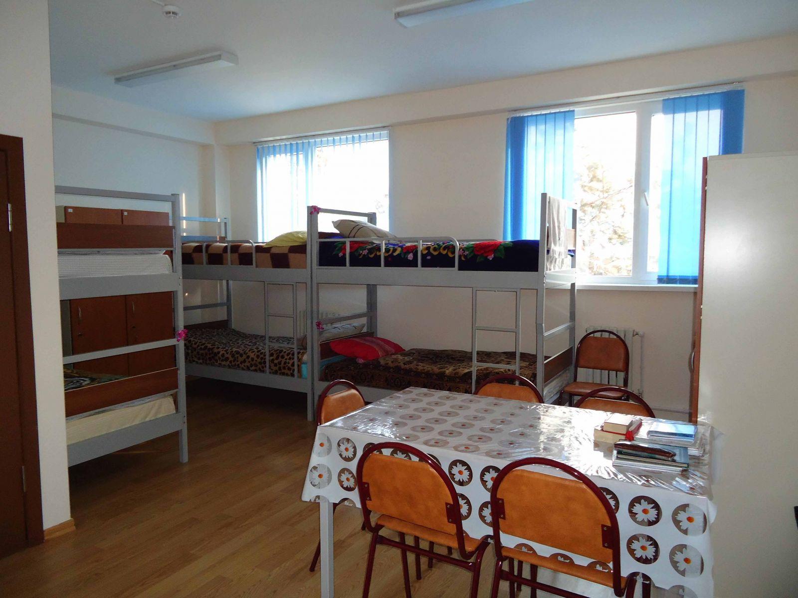 В Алматы 4000 медработников, живущих в области, заселили в студобщежития