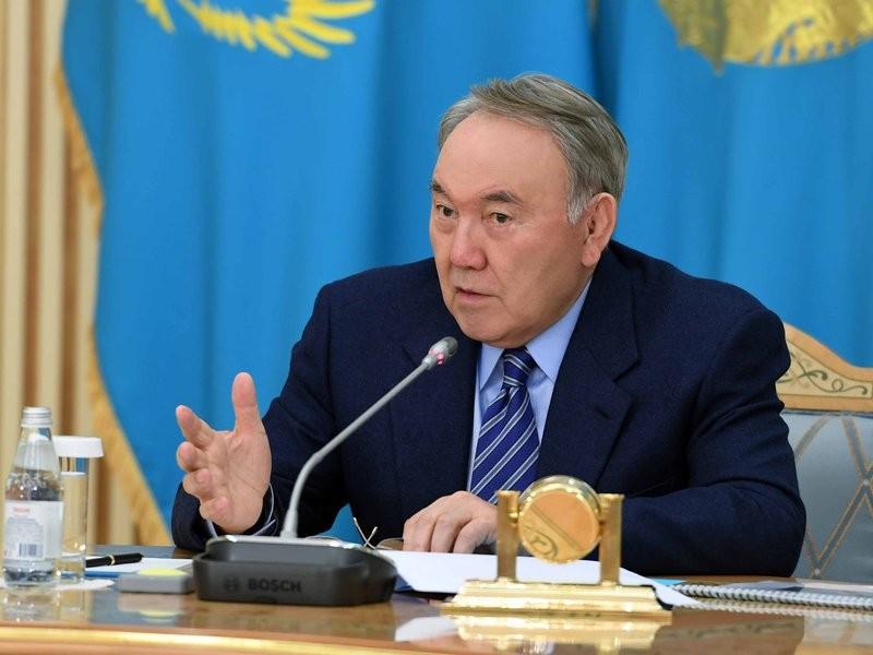 Нурсултан Назарбаев о министрах и акимах: 100 суток в год сидят на совещаниях