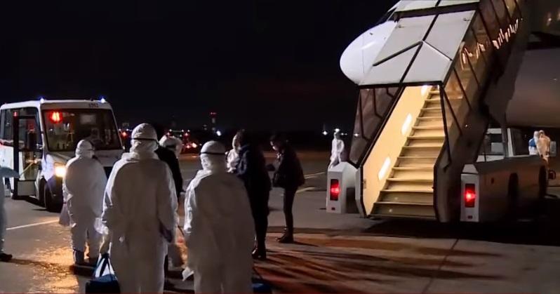 Уханьнан эвакуацияланатын екі қазақстандықтың біреуін бортқа кіргізбеді