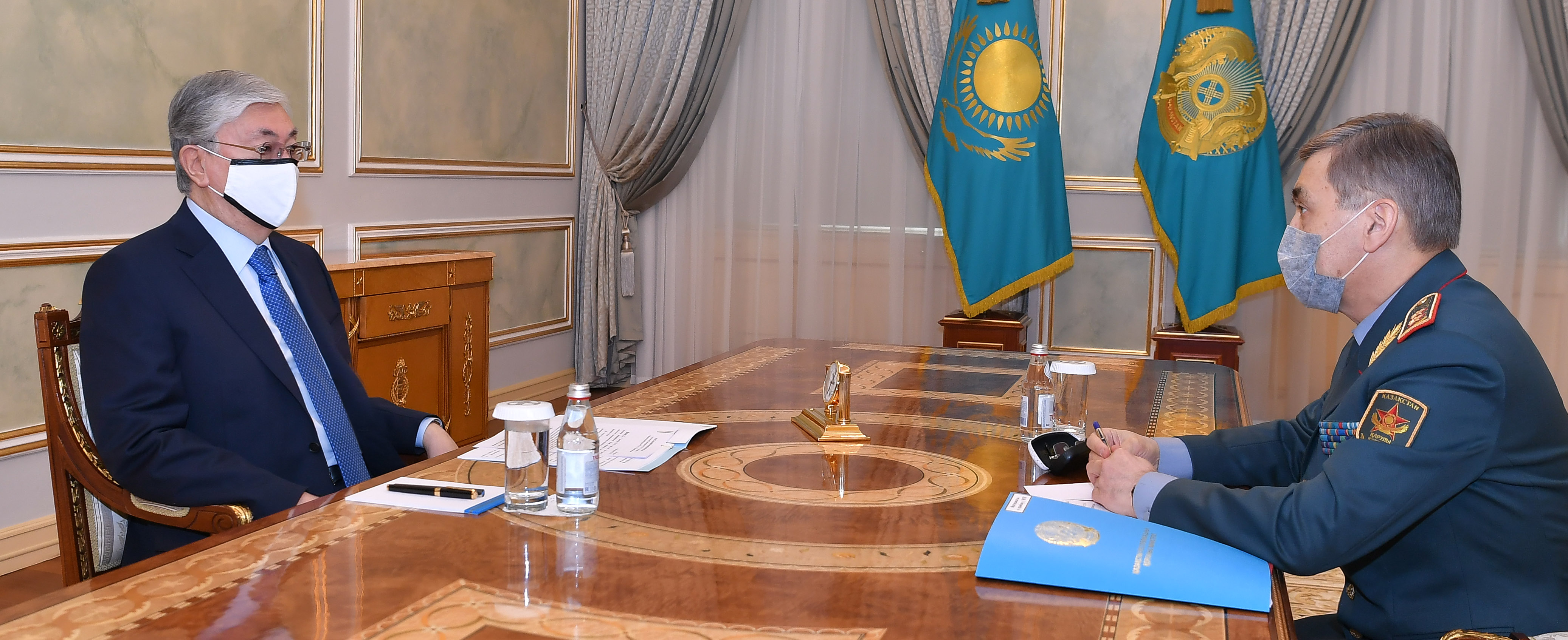 Президент Казахстана принял министра обороны