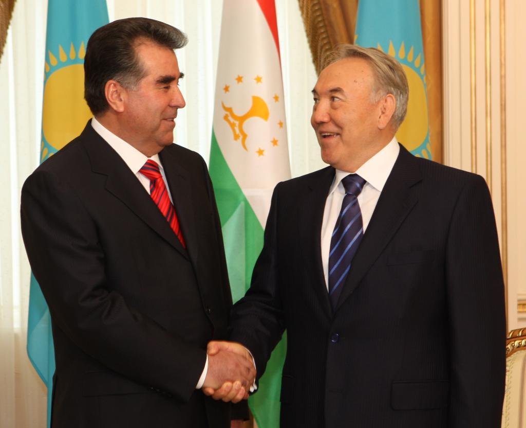 Президент Таджикистана поздравил казахстанского лидера с юбилеем