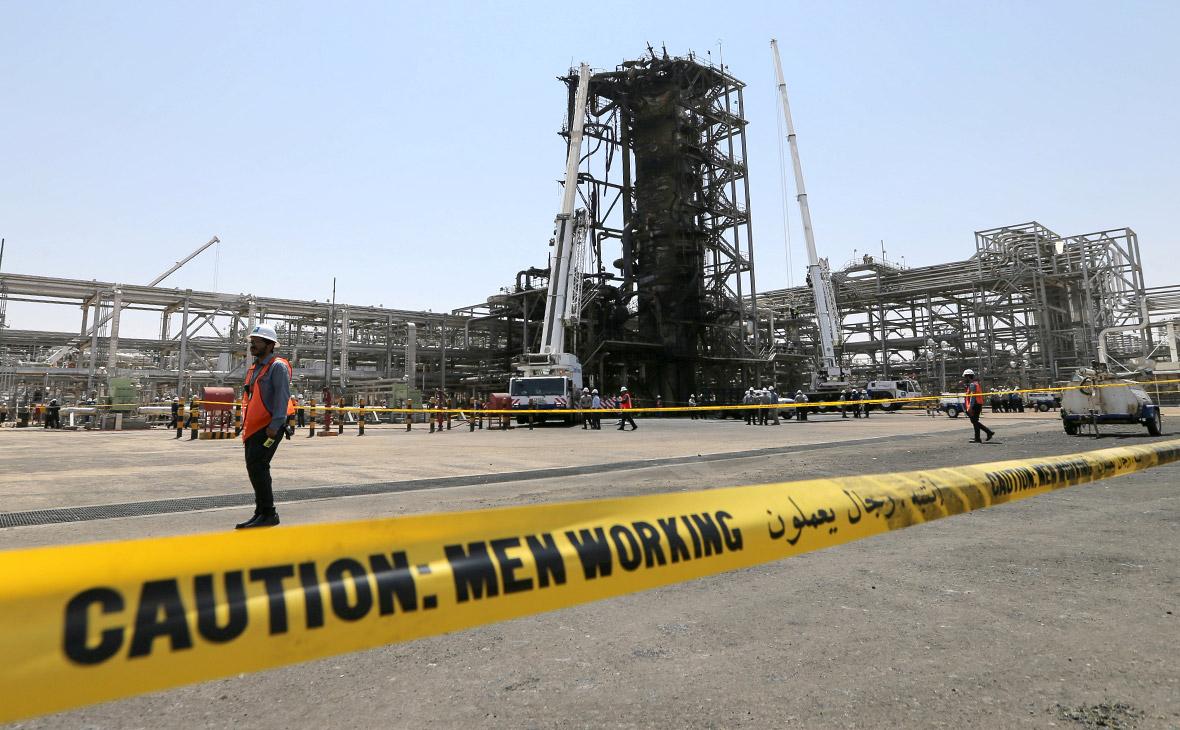 Нефть дешевеет на сигналах восстановления добычи в Саудовской Аравии