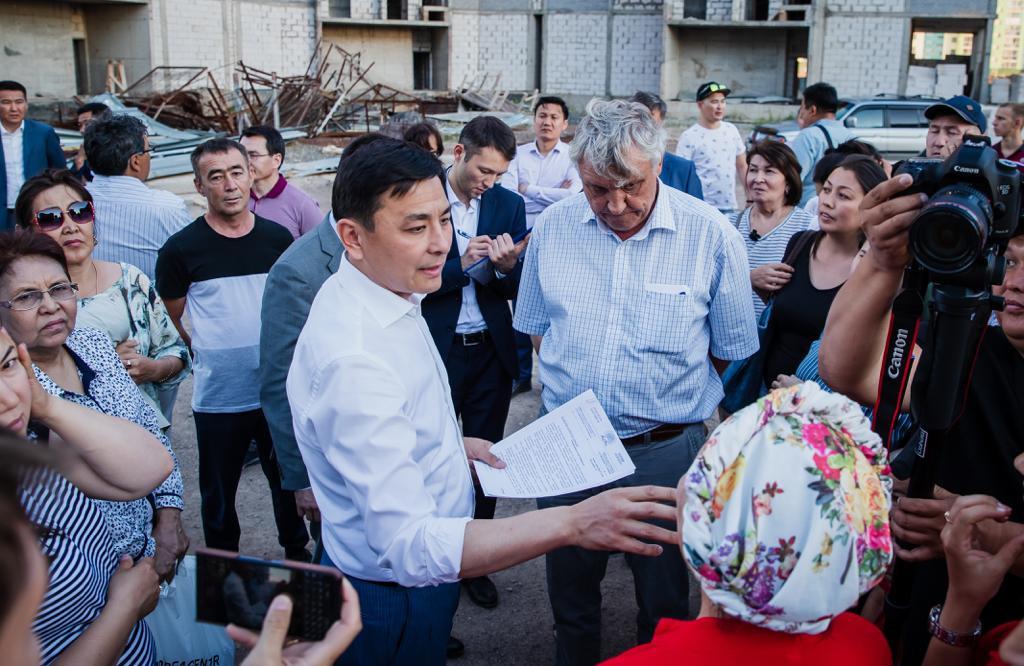 Алтай Кульгинов выслушал проблемы дольщиков