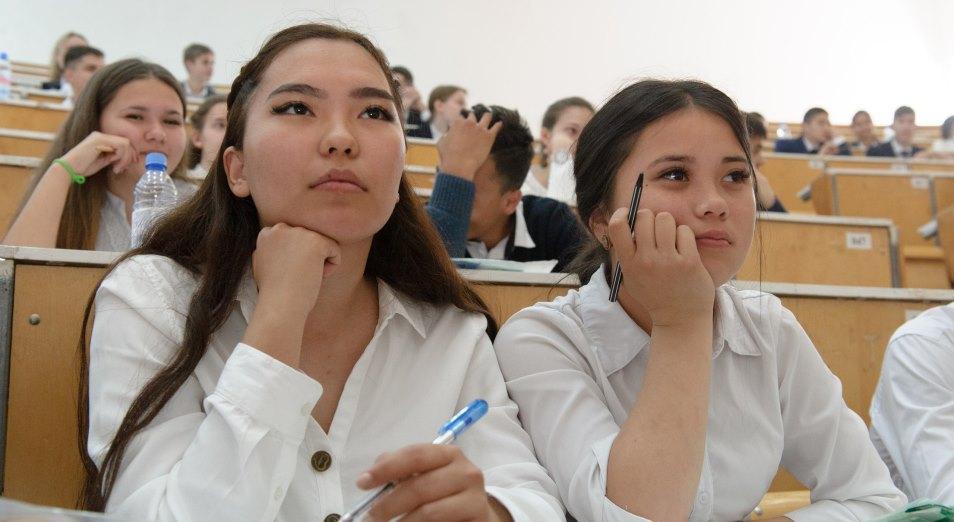Студенты ликуют. С января в Казахстане повысят стипендию