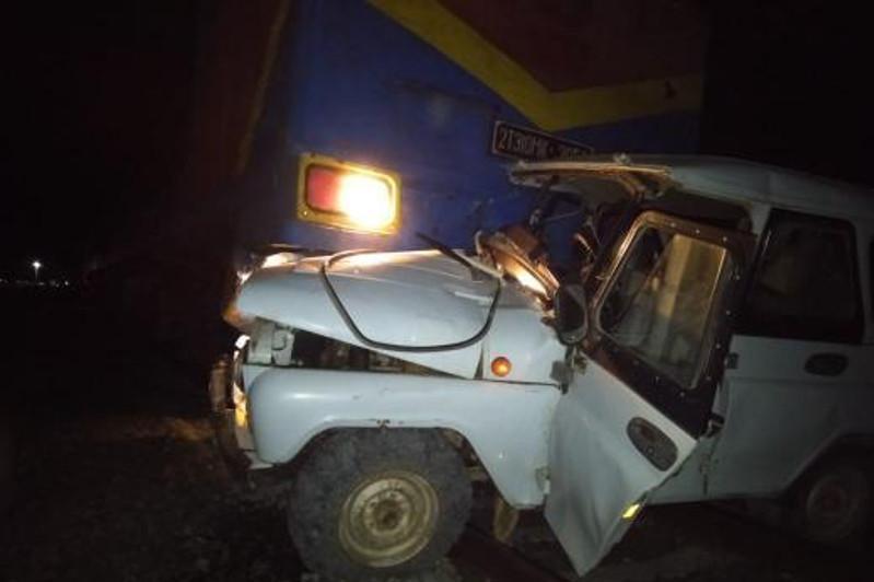 Поезд столкнулся с автомобилем в Актюбинской области
