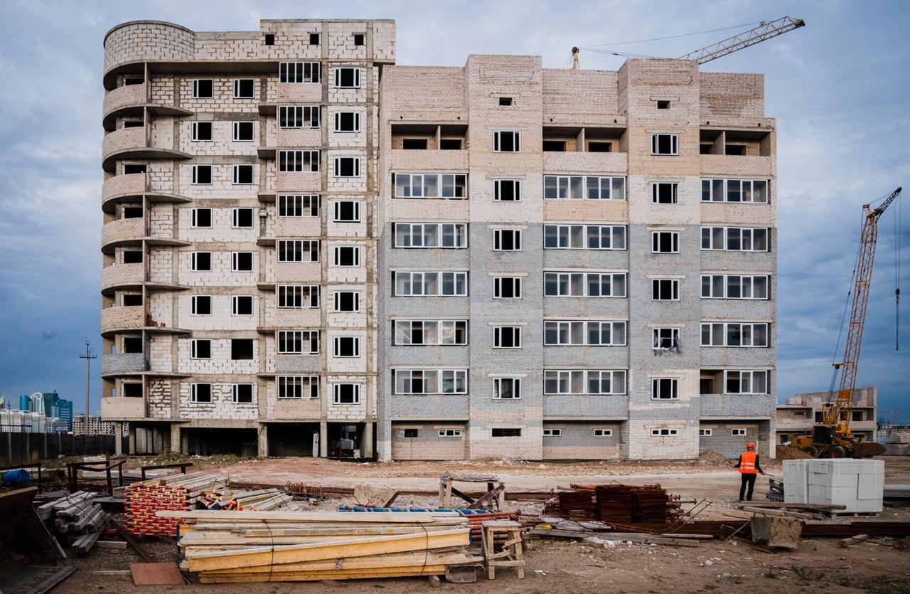 Үлескерлердің 9 жылдан бері күтіп жүрген үйлерінің құрылысы қайта жанданды