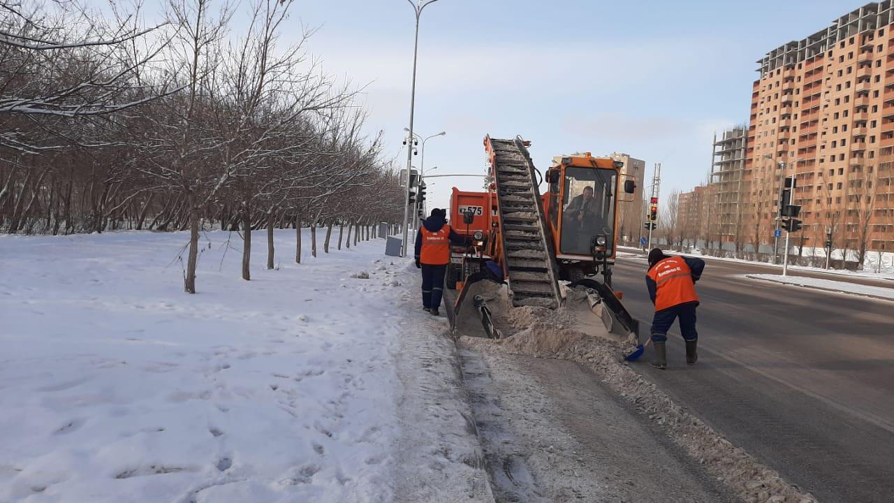 Борьба со снегом: с улиц Нур-Султана вывезено более 17 тысяч кубометров снега