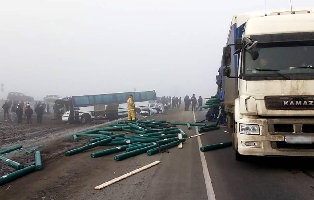 Автобус с гражданами Узбекистана столкнулся с грузовиком под Волгоградом, есть пострадавшие