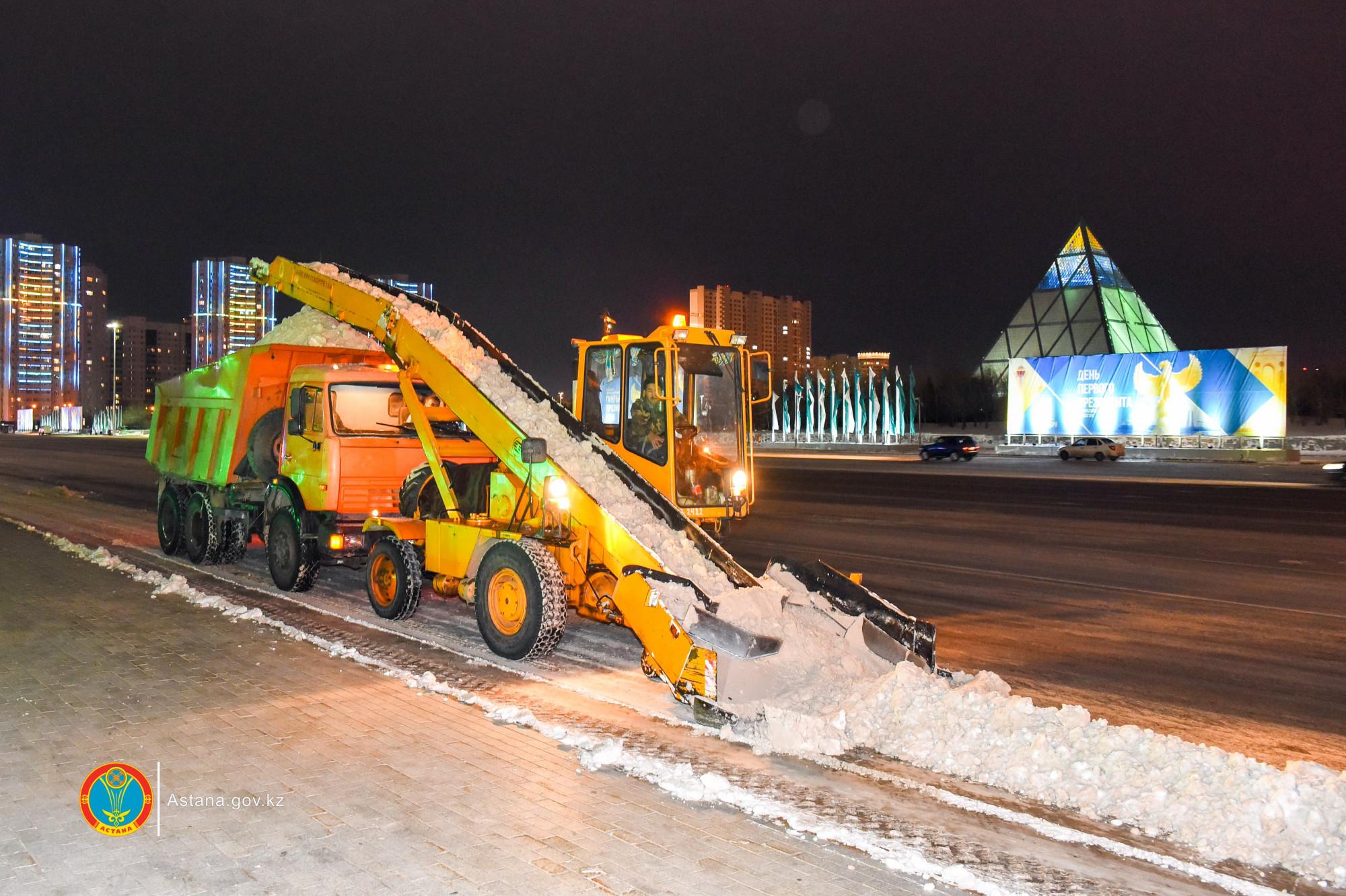 В Астане за прошедшие сутки убрано более 11 тыс. кубометров снега