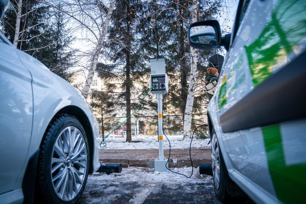 Елордада автокөліктерді қыздыруға арналған электр бағандар орнатылады