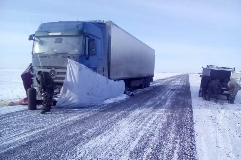В Северном Казахстане 10 человек оказались в снежном плену