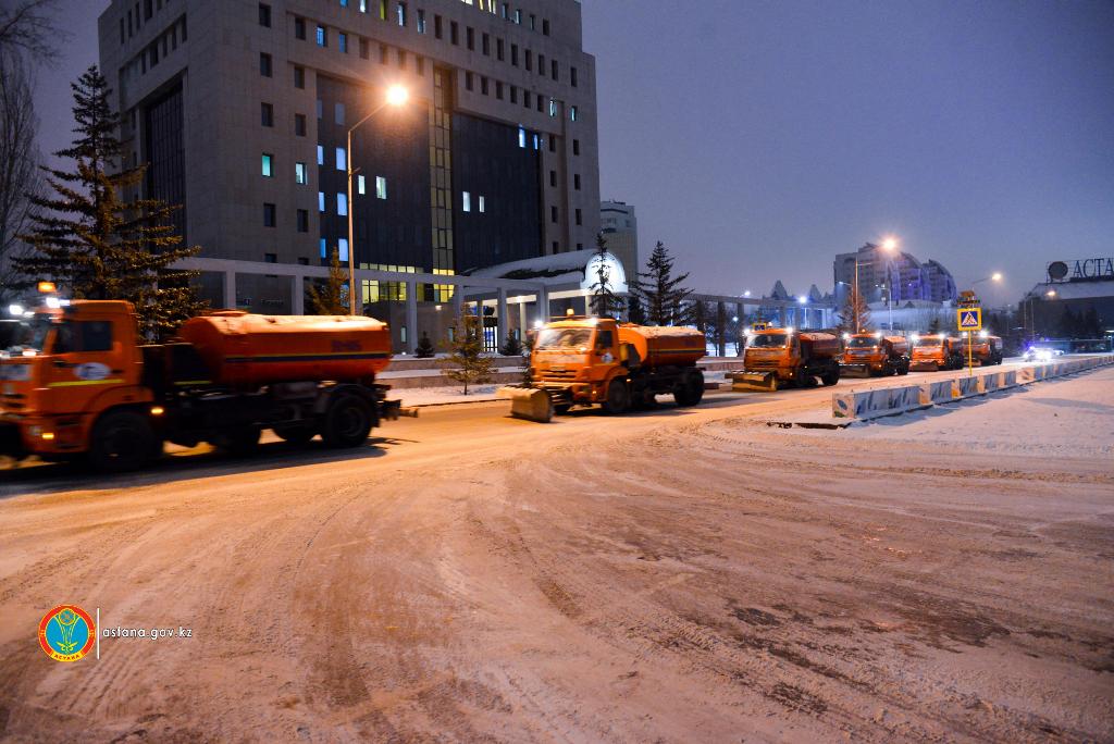 Снегопад в Астане: коммунальные службы работают в усиленном режиме