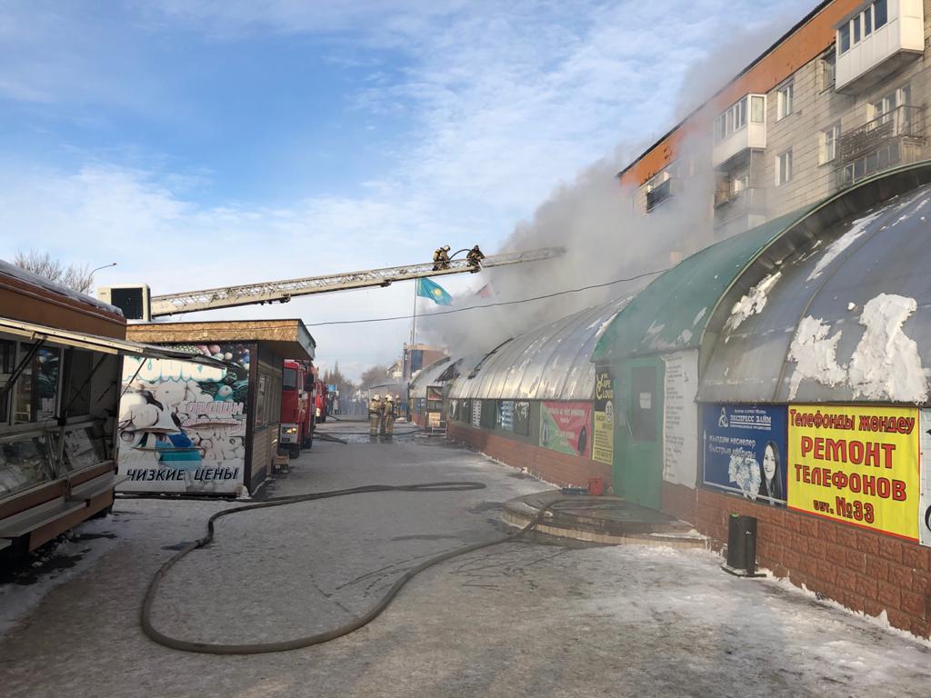 В Павлодаре горел оптово-розничный магазин