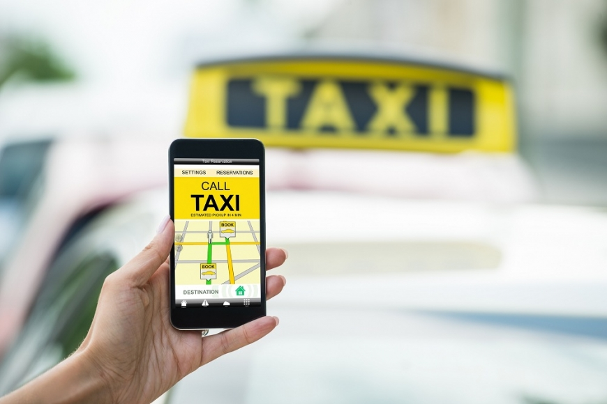 В РК хотят вывести из тени таксистов, работающих через мобильные приложения