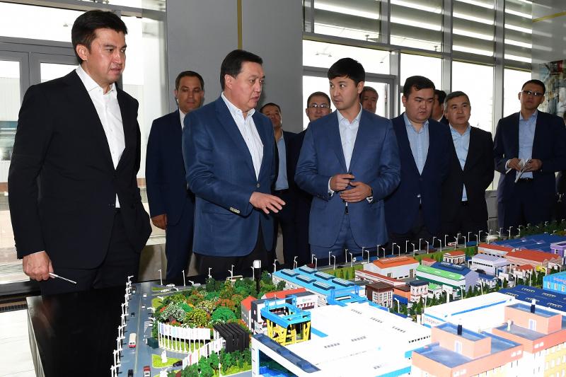 Аскар Мамин проверил реализацию инфраструктурных и социальных проектов на окраине Шымкента