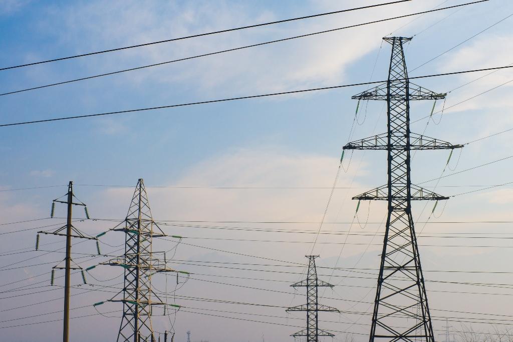 Пыльная буря стала причиной сбоев электроэнергии на юге Казахстана
