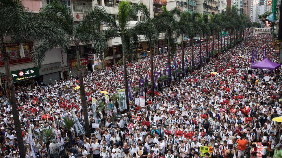МИД РК рекомендует соотечественникам в Гонконге избегать мест массового скопления людей