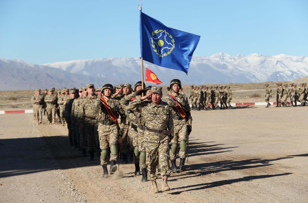 Дальние бомбардировщики Ту-22МЗ в ходе учений стран ОДКБ в Кыргызстане нанесли удар по лагерю условного противника