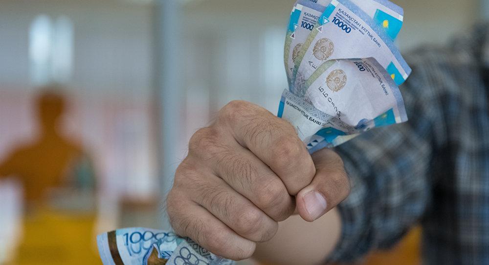 Депутаты КНПК просят власти уберечь пенсионные и личные накопления казахстанцев от обесценивания ввиду ослабления нацвалюты