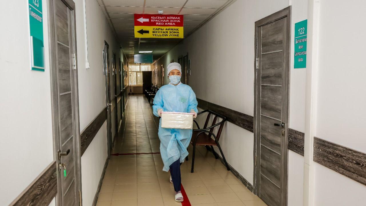 В Атырау переполнена инфекционная больница