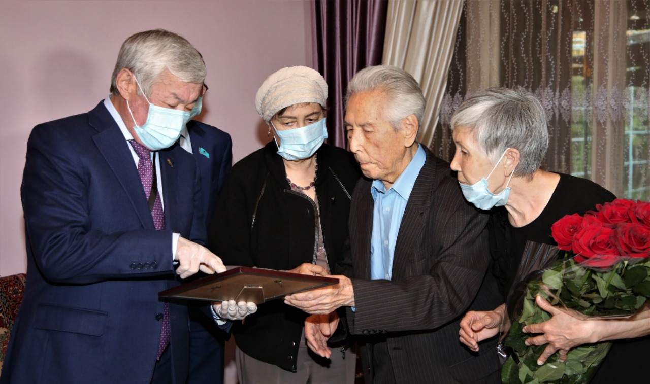 Мемлекет басшысы тараздық ҰОС ардагерін 95 жылдығымен құттықтады