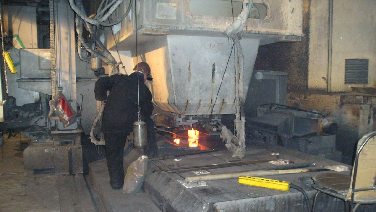Четверо рабочих погибли при очистке бака в цехе на АЗХС