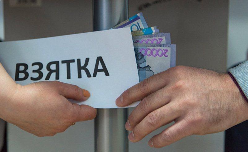 Главу отдела строительства районного акимата в Туркестанской области подозревают в получении взятки