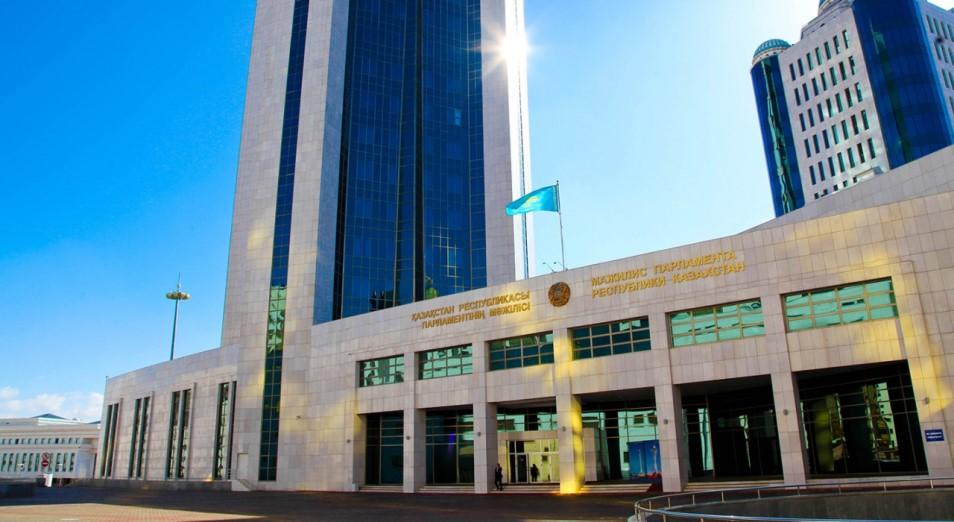 «Потребление с зарплат в Казахстане перешло в кредитование»