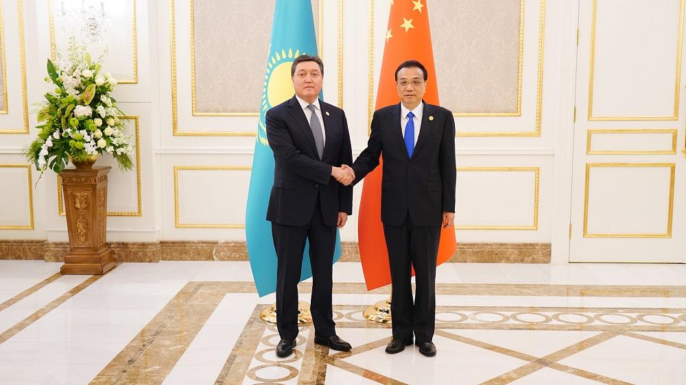 Премьер-министр РК провел переговоры с коллегой из КНР Ли Кэцяном