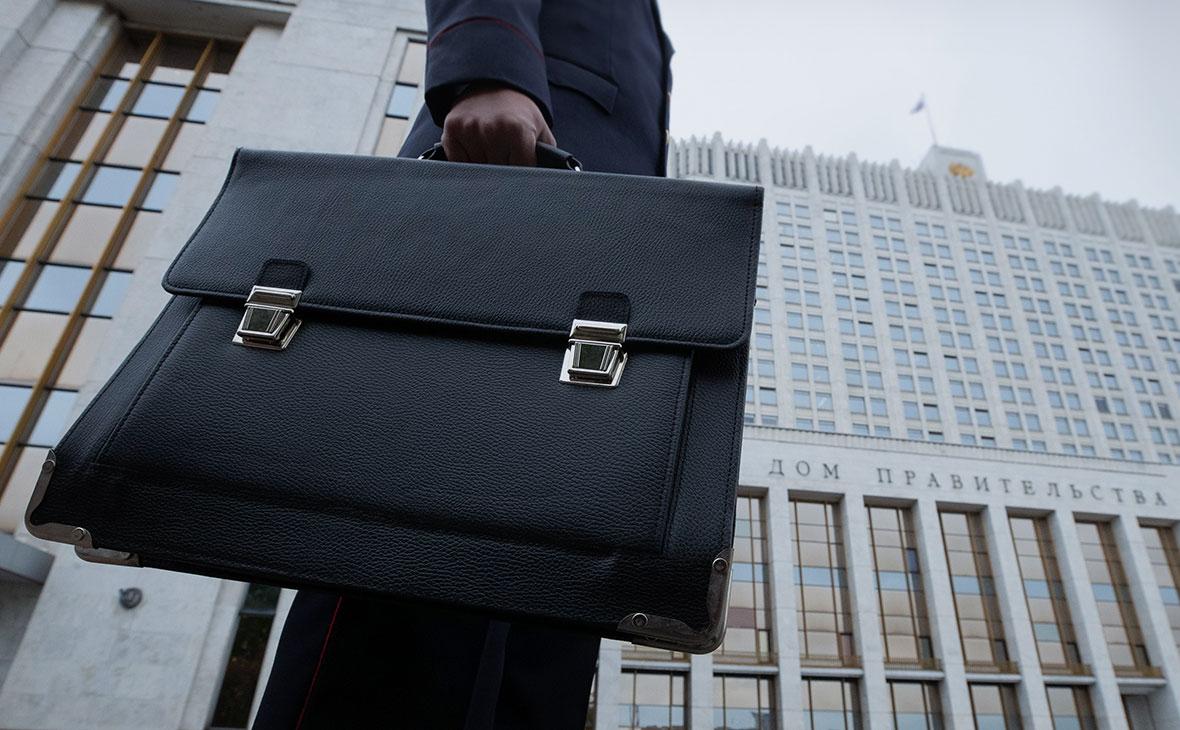 Сенатор предложил ввести запрет на увольнение госслужащих, задержанных по подозрению в коррупции
