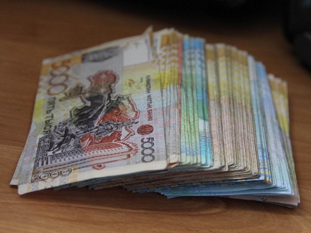 5 трлн тенге казахстанцы оставили в магазинах за полгода