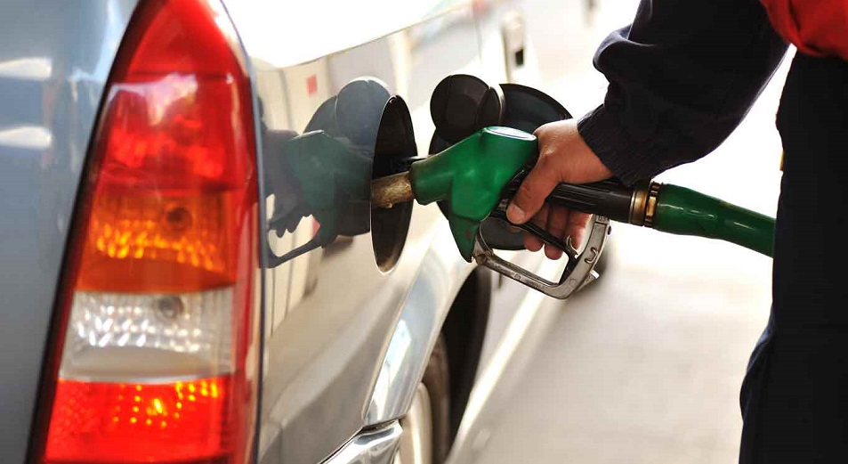 Казахстан зальет почти полный бак своим бензином