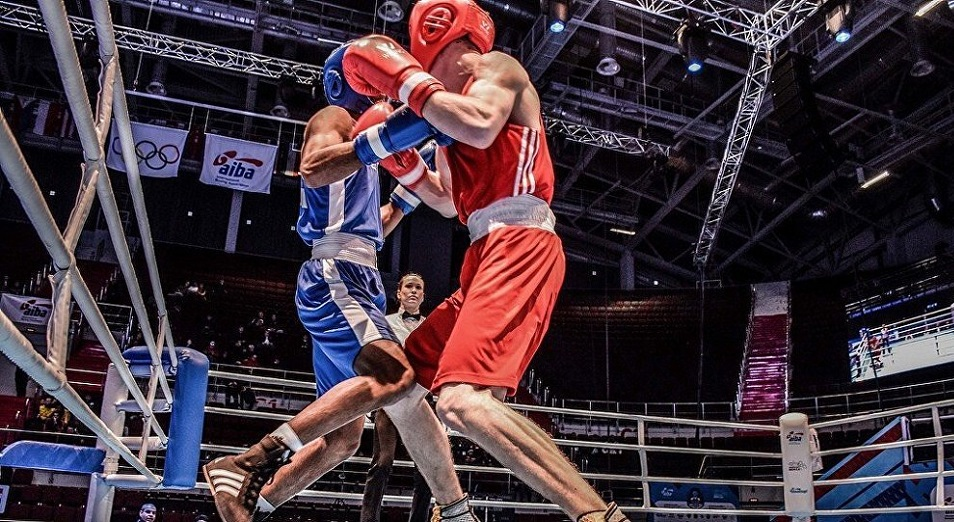 ЧМ по боксу: трое казахстанцев дошли до 1/8 финала