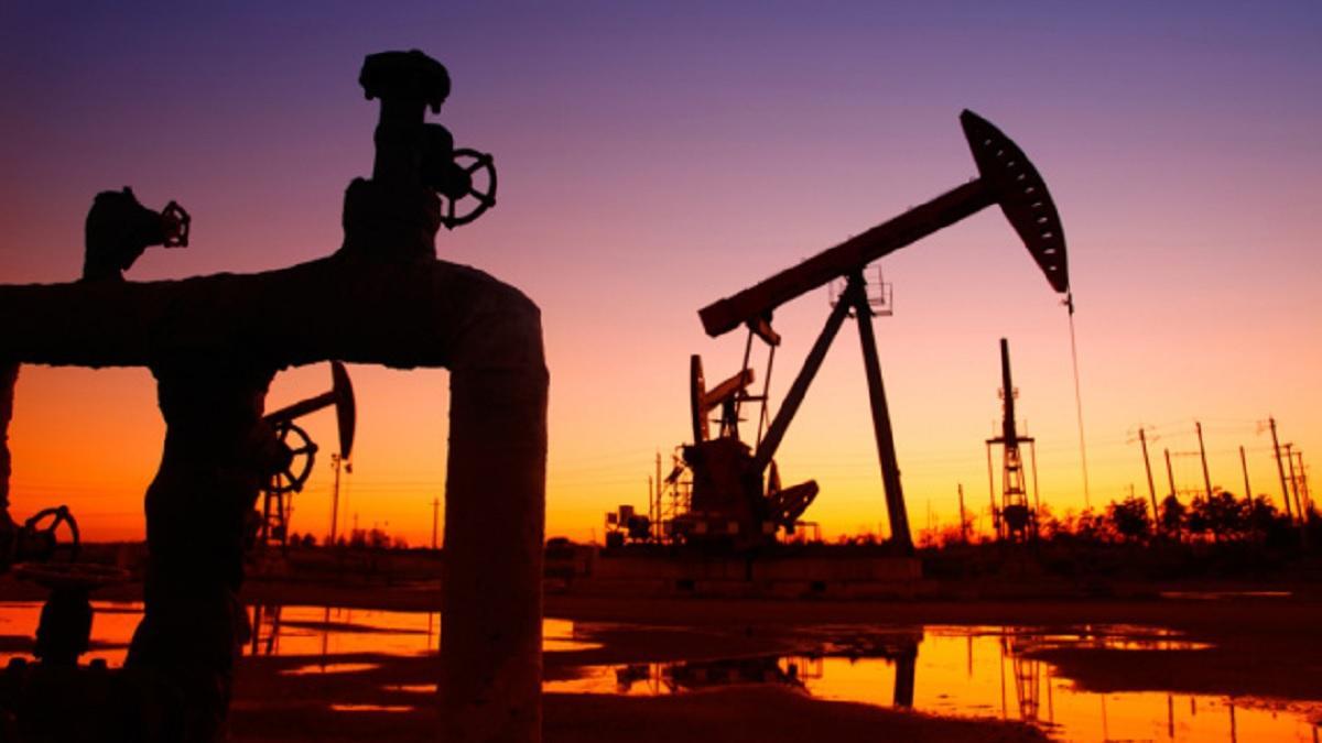 Нефть сильно дешевеет на опасениях возобновления торговой войны между США и КНР