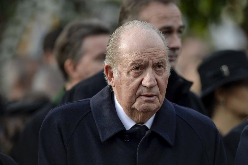 Отъезд бывшего испанского короля за рубеж на фоне коррупционного скандала осудило большинство жителей страны