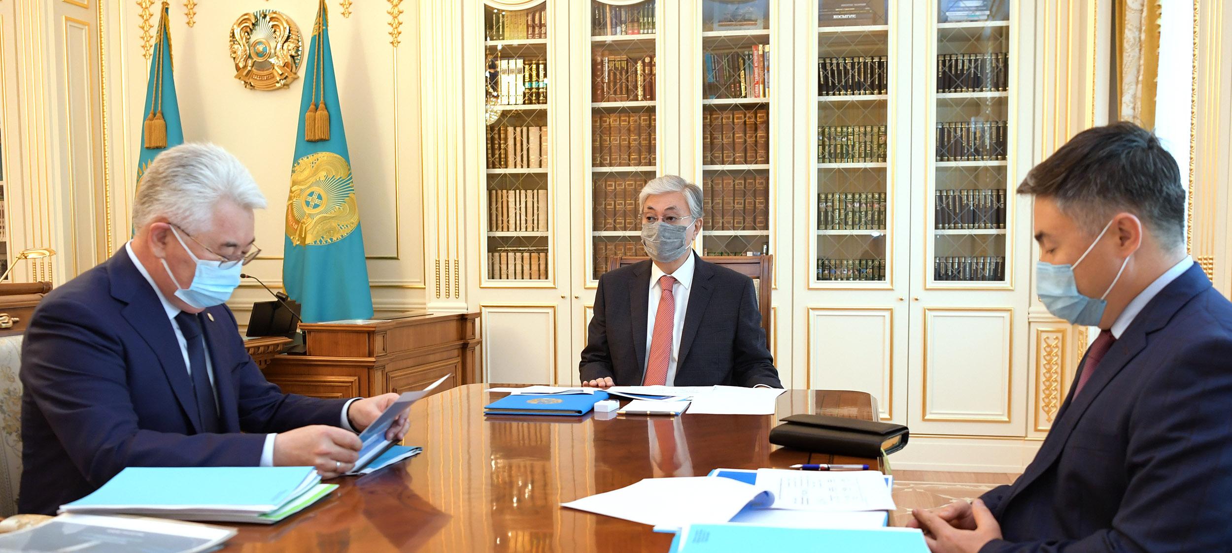 Президент принял министра индустрии и инфраструктурного развития Бейбута Атамкулова