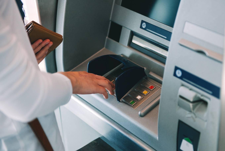 Банктердің өңірлердегі филиалы қысқарып, банкоматтар саны артқан