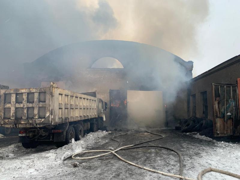 В Караганде сгорели семь грузовиков