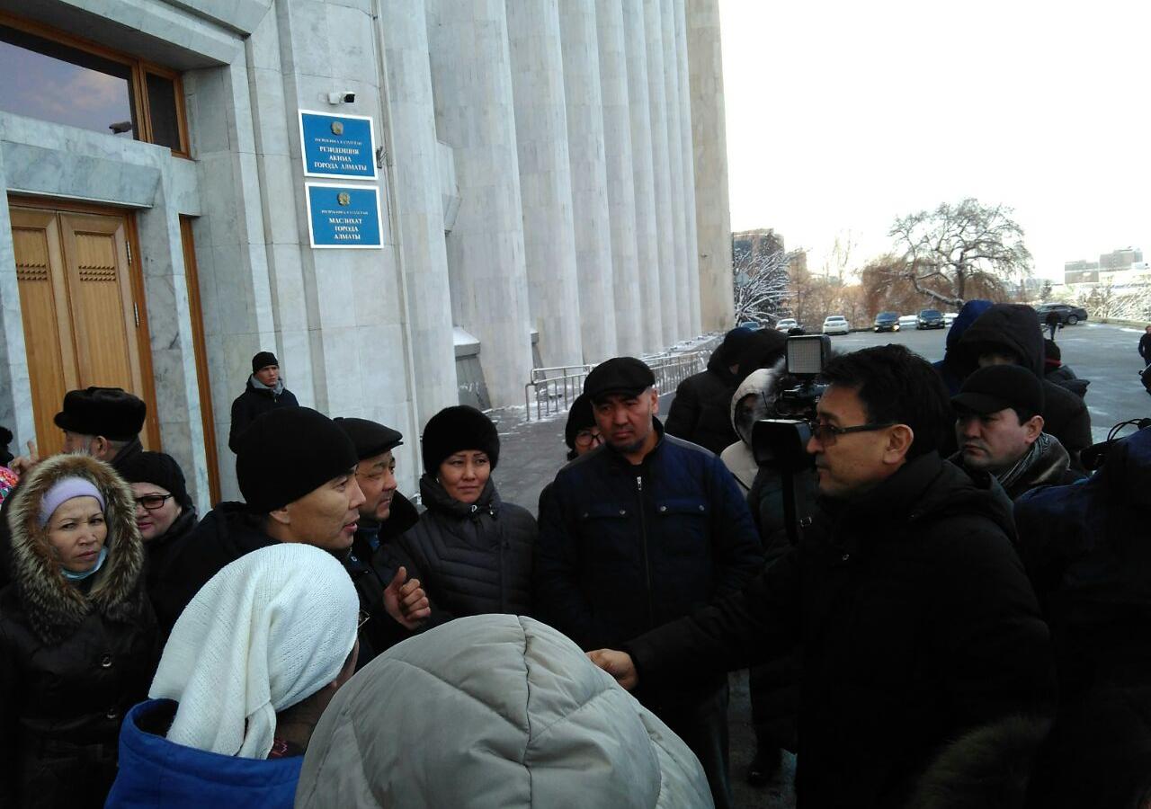 Власти Астаны и Алматы рассмотрят обращения митинговавших многодетных матерей