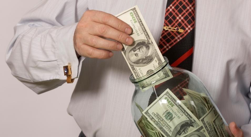 Казахстанцы вновь запасаются долларами