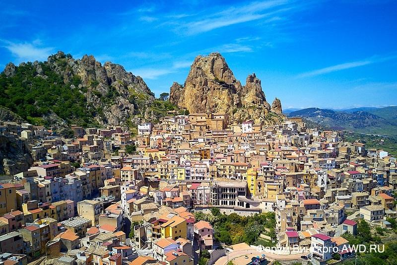 За один евро можно купить дом на Сицилии