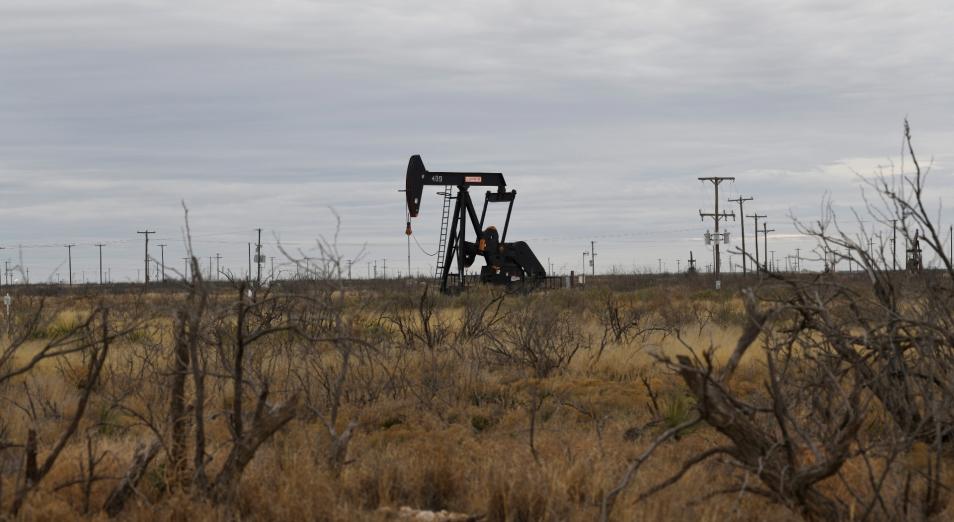 Нефть пошла вниз на слабом спросе в США