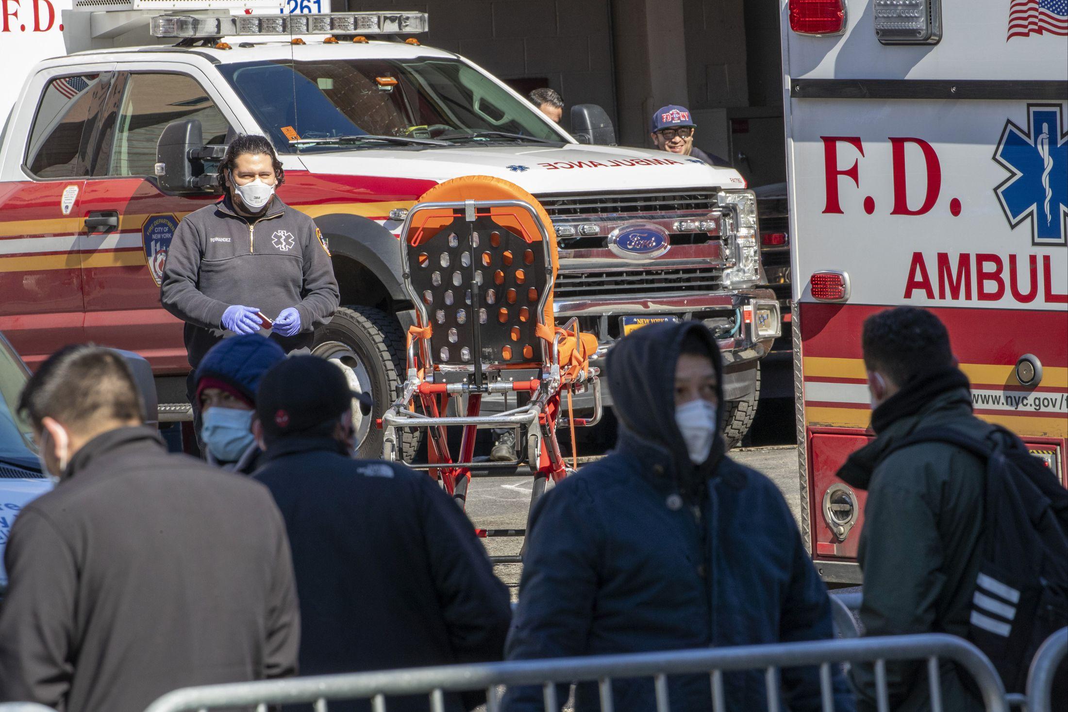 Более 300 тысяч человек заразились COVID-19 в США, 8000 скончались